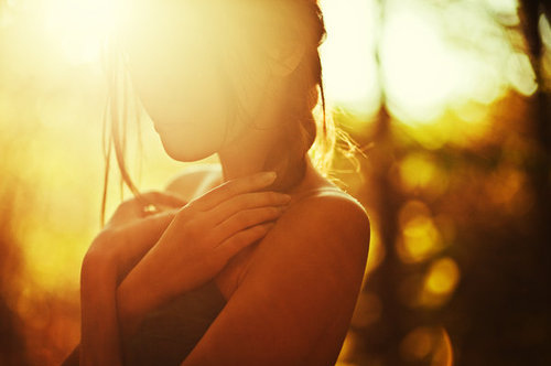 girl-golden-photography-sun-sunlight-Favim.com-125007